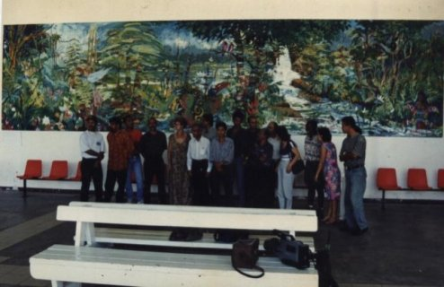 The previous giant painting, made by FVAS members in 1997. Participants: Kit-Ling Tjon Pian Gi, Ron Flu, Glenn Fung Loy, Rinaldo Klas, Soeki Irodikromo, Anand Binda, Reinier Asmoredjo, August Bohé, Ray Daal, Stanny Handigman, Sharda Harkhoe, Cliff Rasidin, Ardie Setropawiro, Micheal Wong Loi Sing, Anita Hartmann — at Johan Adolf Pengel International Airport