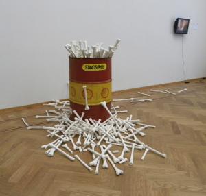 Marcel Pinas, 'San e psa', installation, 500x150x200, 2010 | Courtesy Marcel Pinas