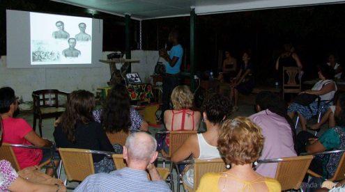 Ken Doorson with the slide about Codjo, Mentor and Present | PHOTO Ada Korbee, 2012