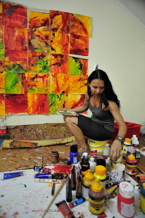 Sri Irodikromo in her studio during 'Paramaribo SPAN' / PHOTO Roy Tjin, 2010