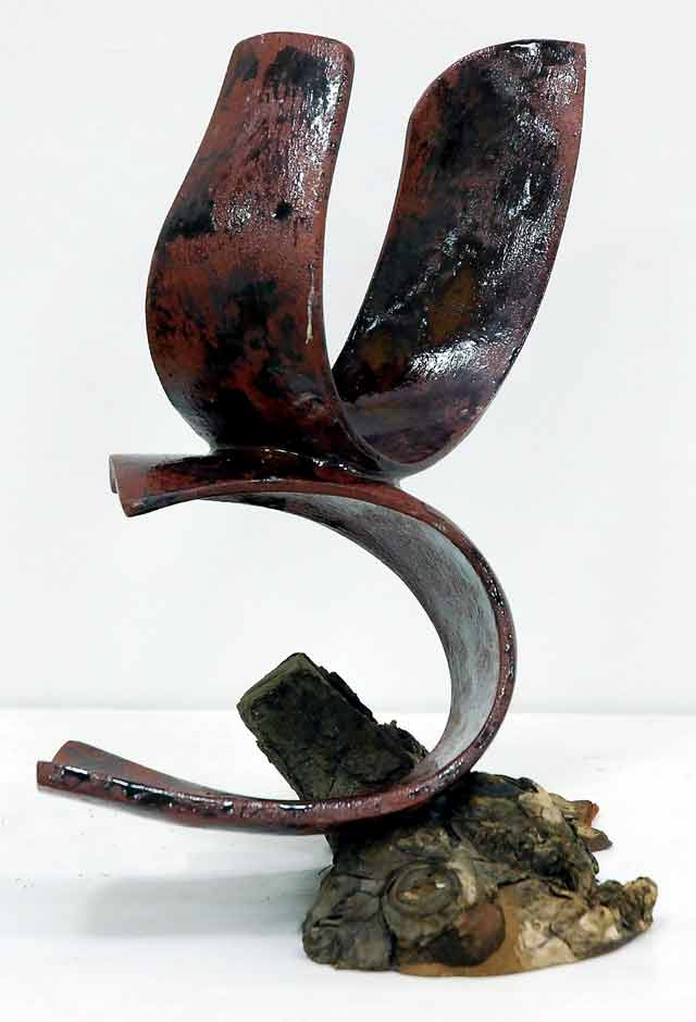 Hanka Wolterstorff, 'Speelbal van de natuur', ceramics, 40wx35hx30d cm, 2011 - USD 250 / PHOTO Readytex Art Gallery/William Tsang