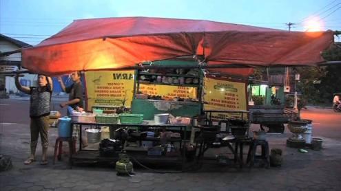 Su Tomesen  'Warung Makan Kakilima', video, 1.11 min, 2012 / STILL Courtesy artist