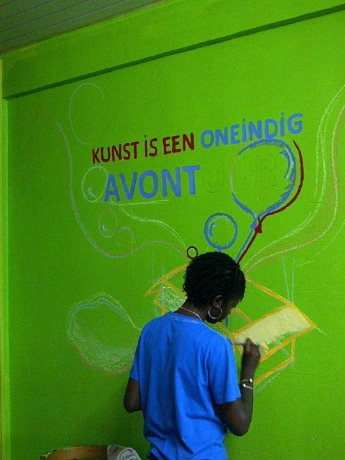 Making the library of children's home Saron child friendly / PHOTO Ada Korbee, 2014