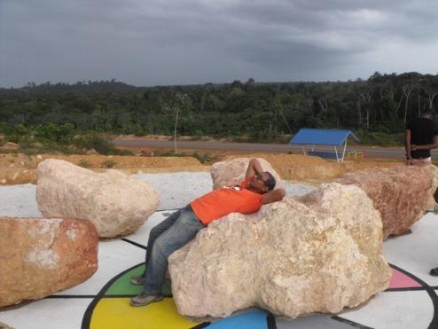 Roddney Tjon Poen Gie on his 'Bagua'-installation in Moengo / PHOTO Courtesy Roddney Tjon Poen Gie, 2014